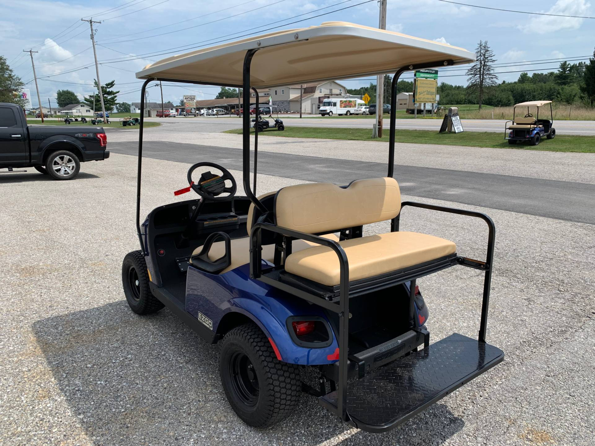 2019 E-Z-GO VALOR EFI in New Oxford, Pennsylvania - Photo 3