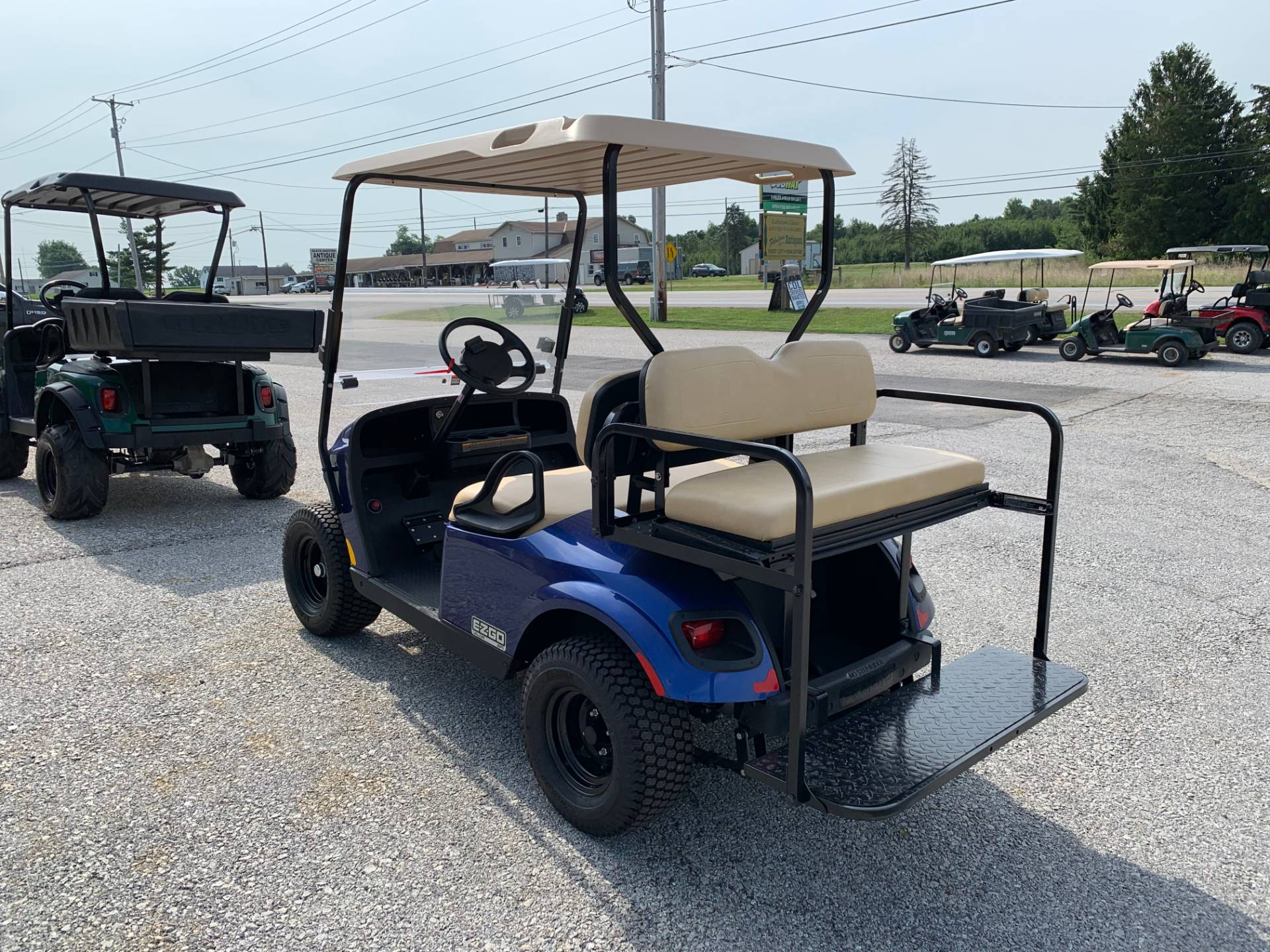 2019 E-Z-GO VALOR GAS EFI in New Oxford, Pennsylvania - Photo 3