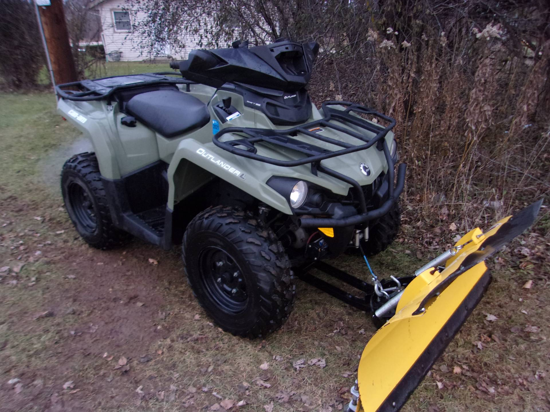 2016 Can-Am Outlander L 570 in Mukwonago, Wisconsin - Photo 1