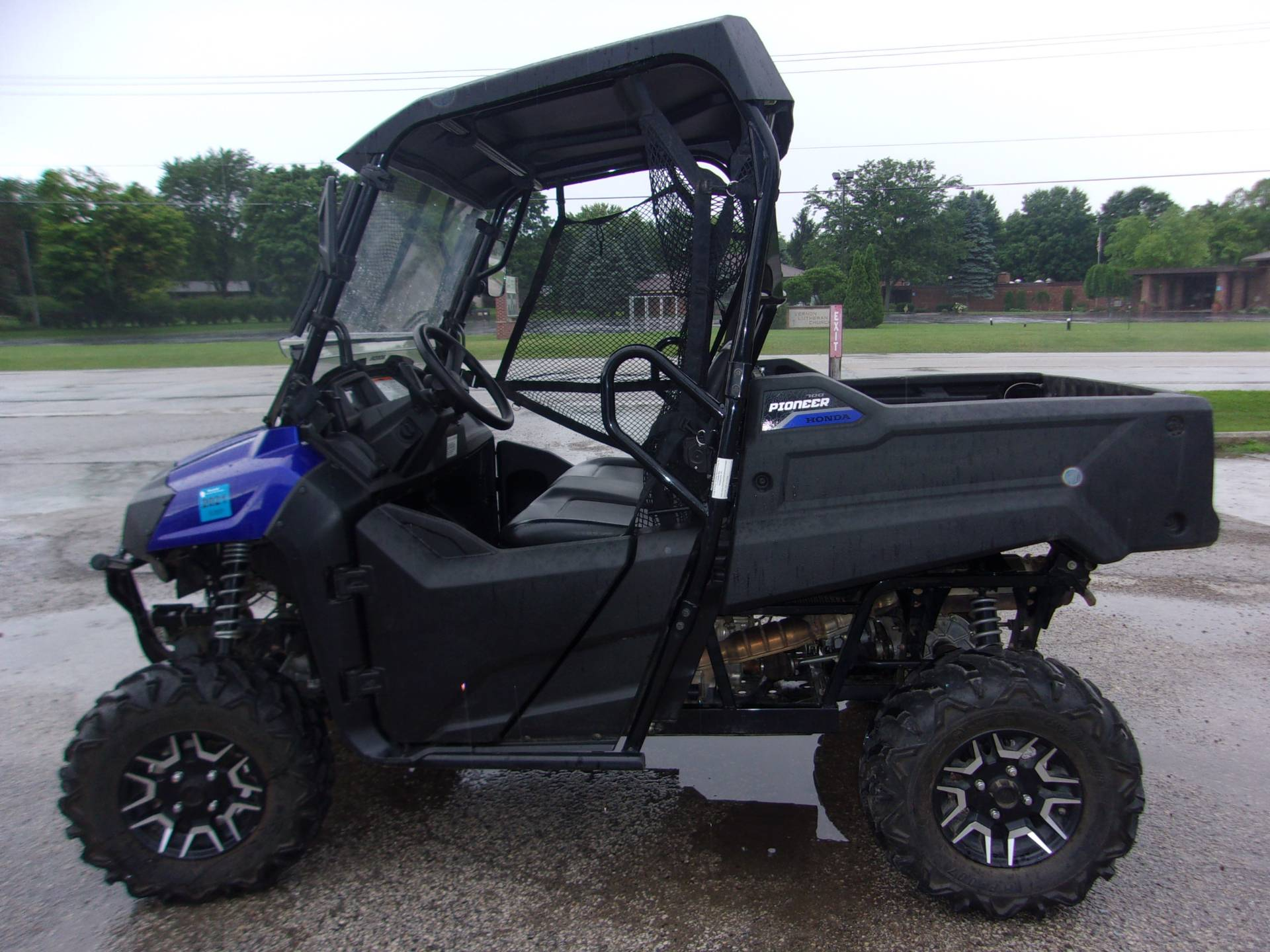 2017 Honda Pioneer 700 Deluxe in Mukwonago, Wisconsin - Photo 2