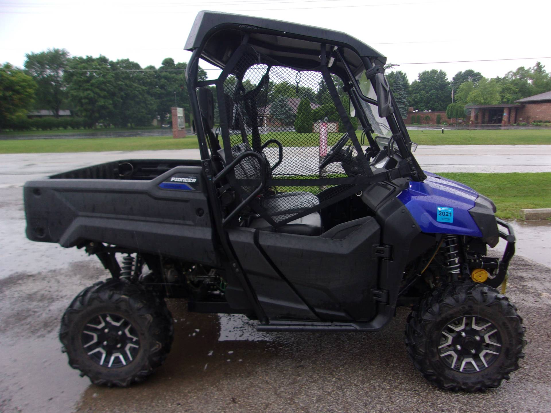 2017 Honda Pioneer 700 Deluxe in Mukwonago, Wisconsin - Photo 3