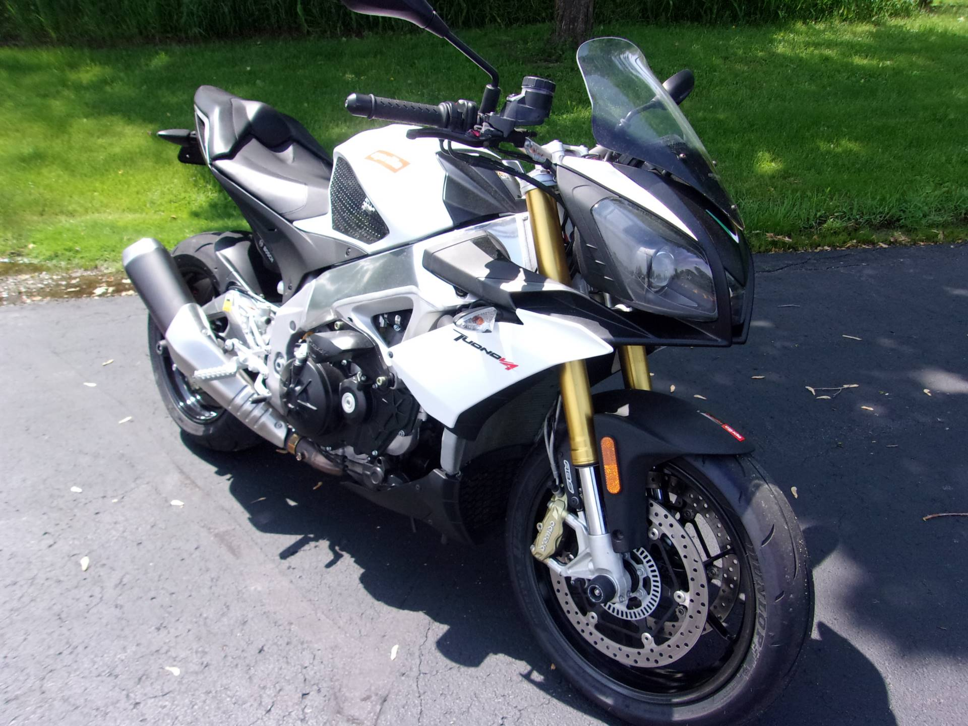 2015 Aprilia Tuono V4 R APRC ABS in Mukwonago, Wisconsin - Photo 2