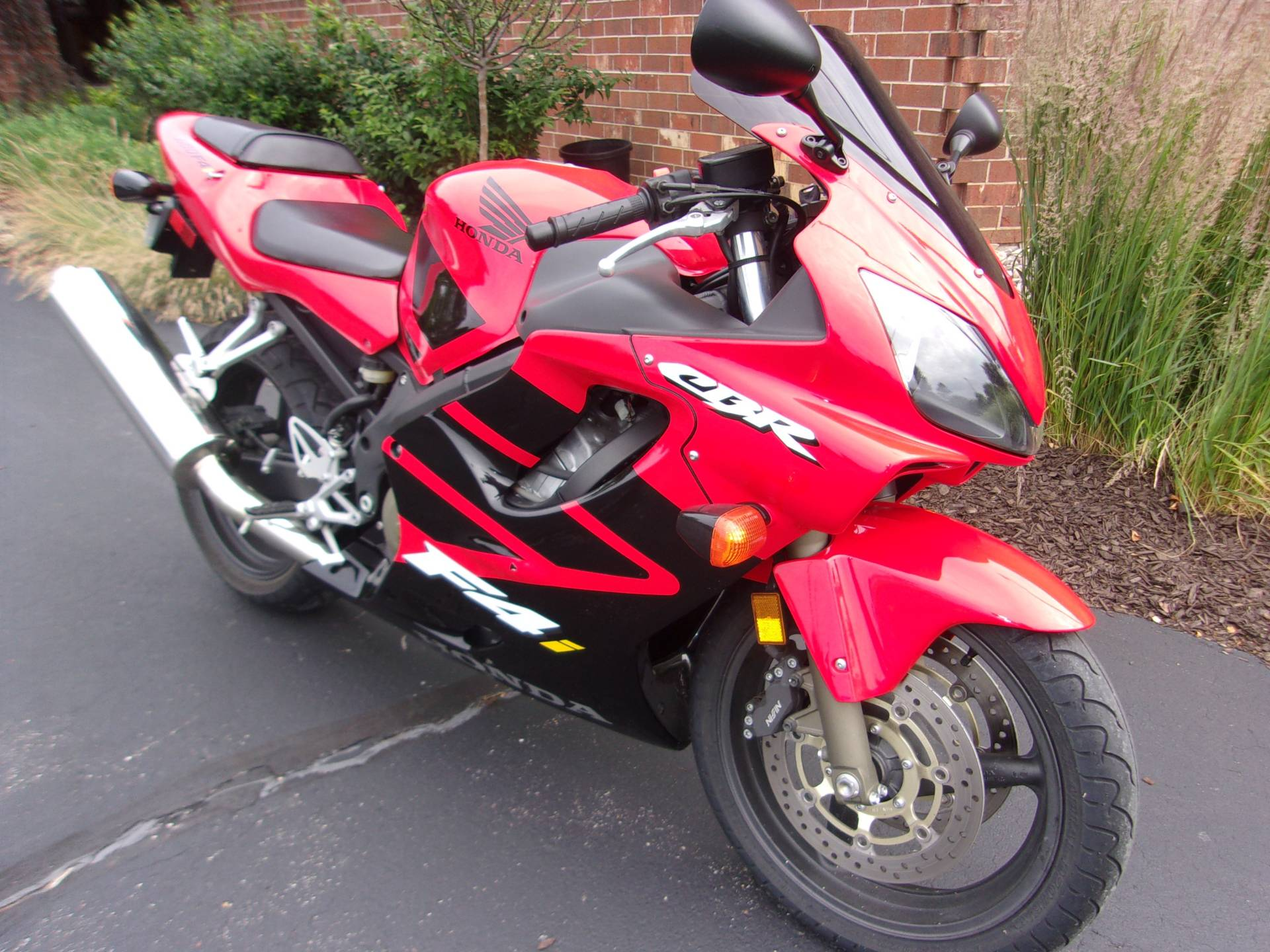 2002 Honda CBR600F4i in Mukwonago, Wisconsin - Photo 2