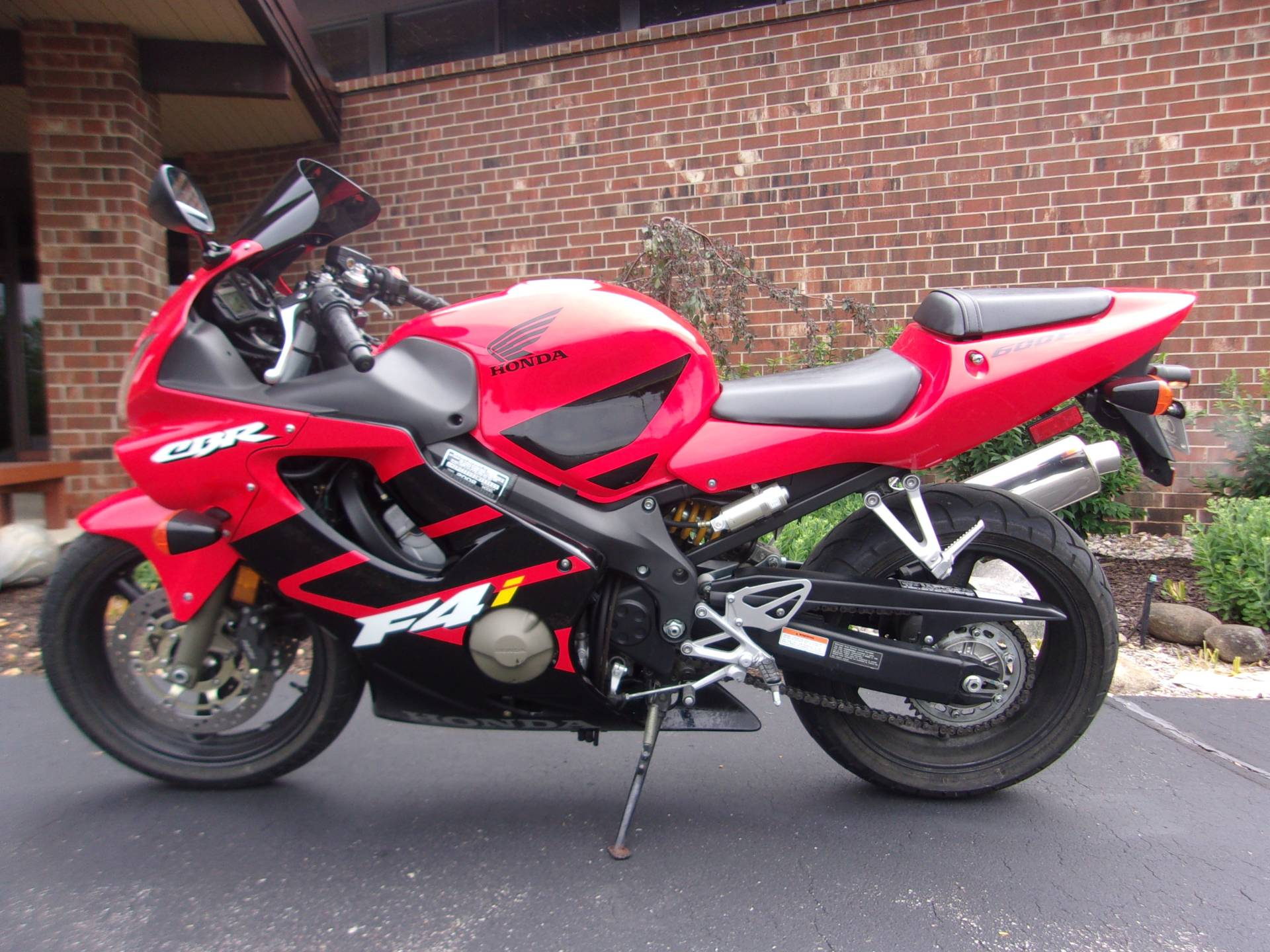 2002 Honda CBR600F4i in Mukwonago, Wisconsin - Photo 4