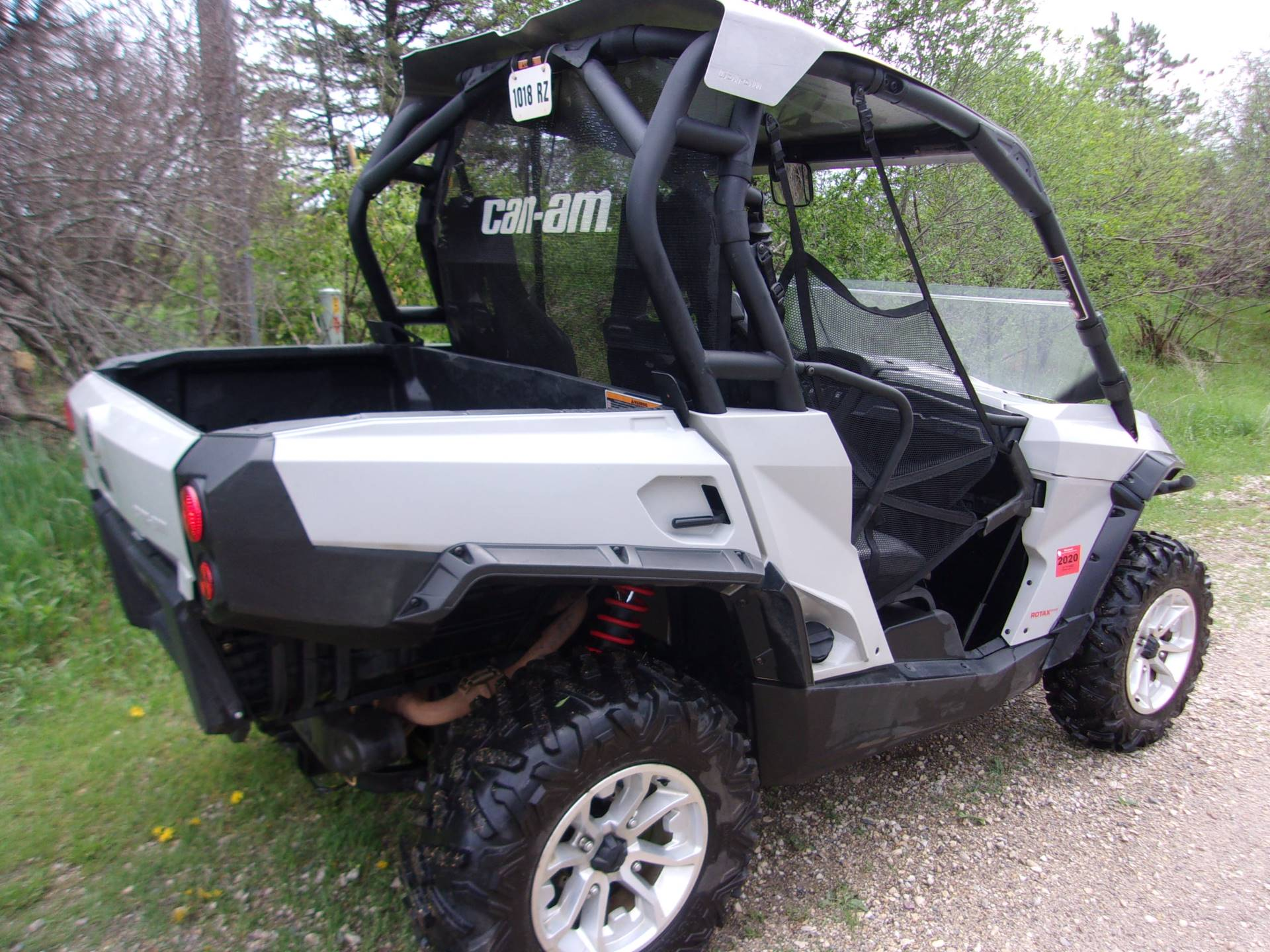 2016 Can-Am Commander 800R in Mukwonago, Wisconsin