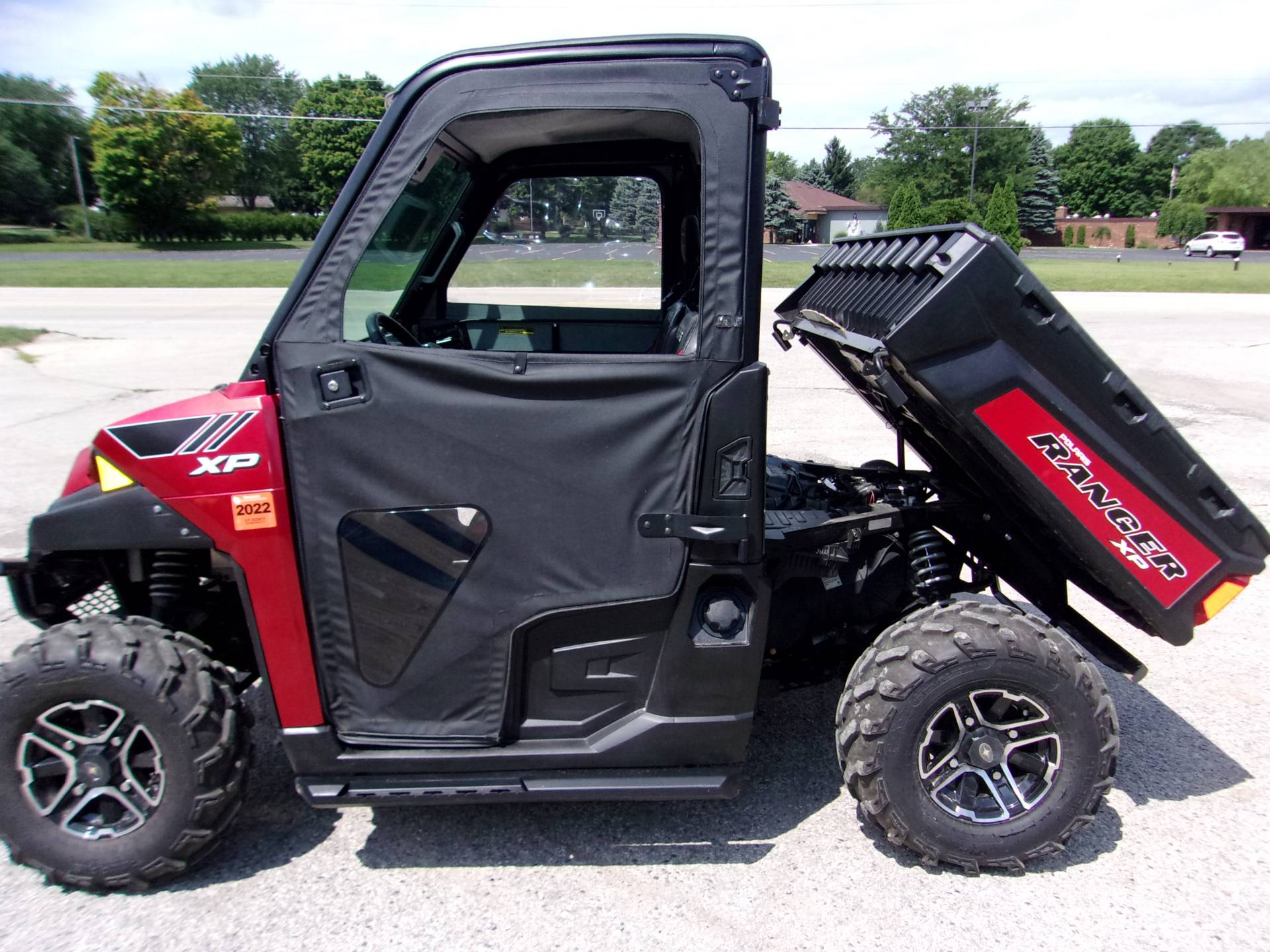 2014 Polaris Ranger XP® 900 EPS LE in Mukwonago, Wisconsin - Photo 2