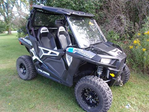 2015 Polaris RZR® 900 EPS in Mukwonago, Wisconsin - Photo 2