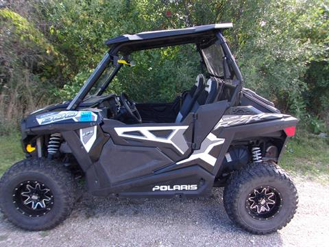 2015 Polaris RZR® 900 EPS in Mukwonago, Wisconsin - Photo 4