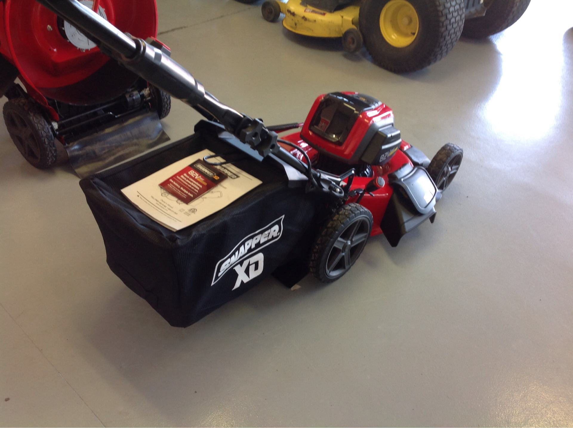 Snapper SXDWM82 21 in. 82V Max Lithium-Ion Cordless Push in Lafayette, Indiana - Photo 3
