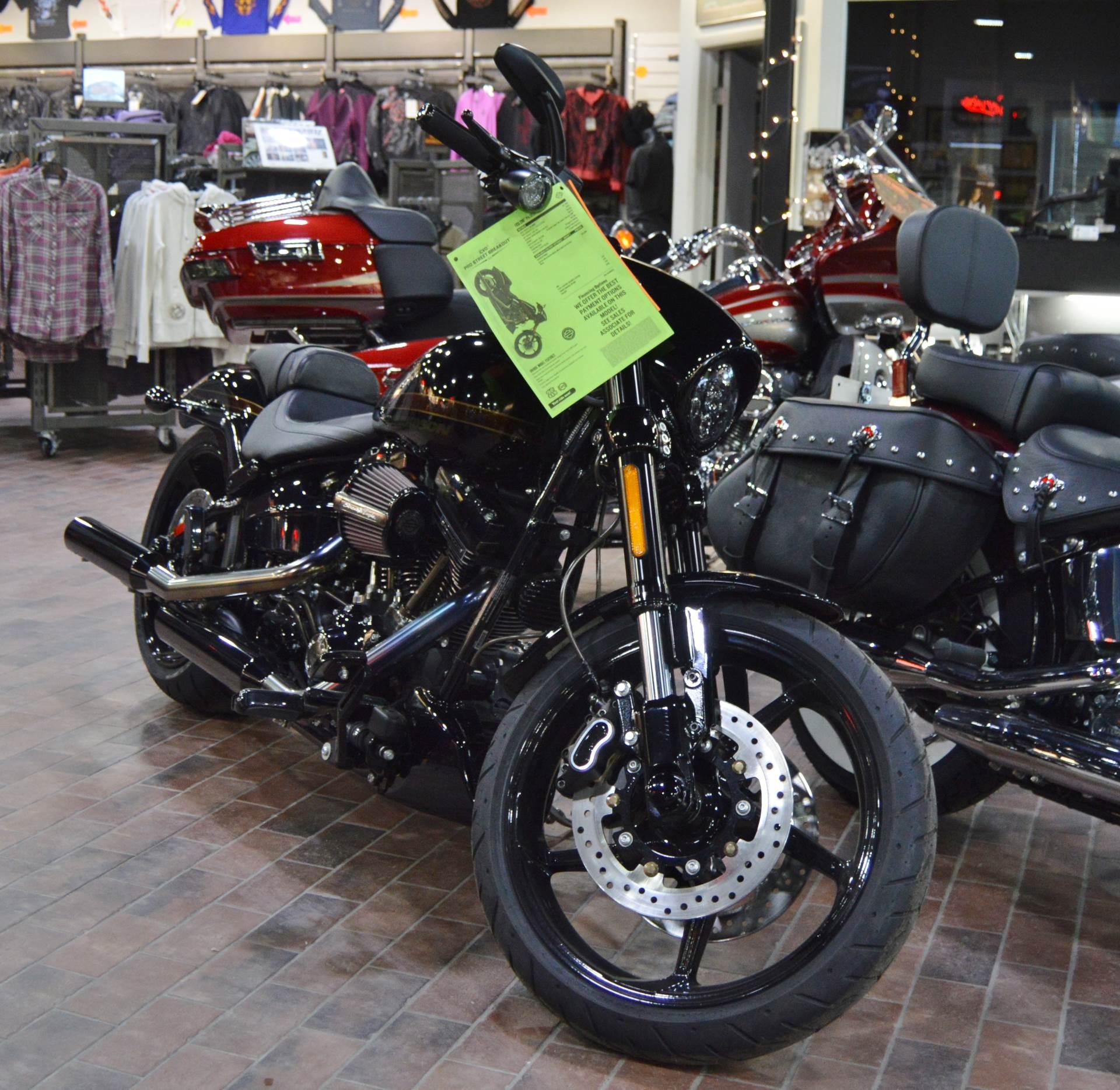2017 Harley-Davidson CVO™ Pro Street Breakout® in Traverse City, Michigan