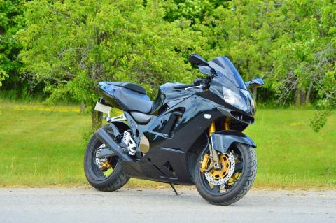 2005 Kawasaki Ninja ZX-12R in Traverse City, Michigan