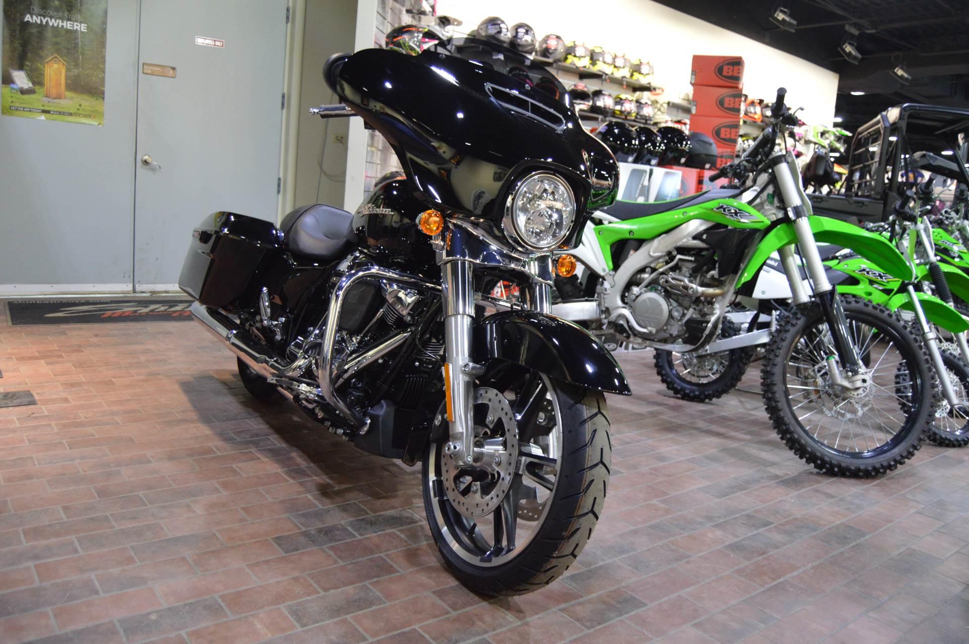 2017 Harley-Davidson Street Glide® in Traverse City, Michigan