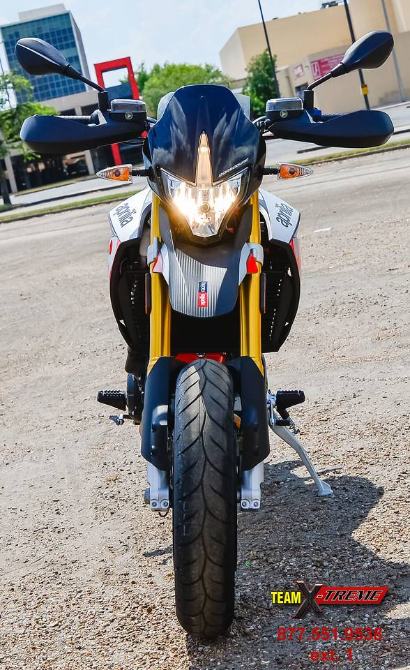2018 Aprilia Dorsoduro 900 in Houston, Texas - Photo 2