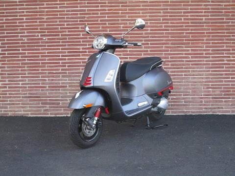 2020 Vespa GTS Supersport 300 HPE in Bellevue, Washington - Photo 2
