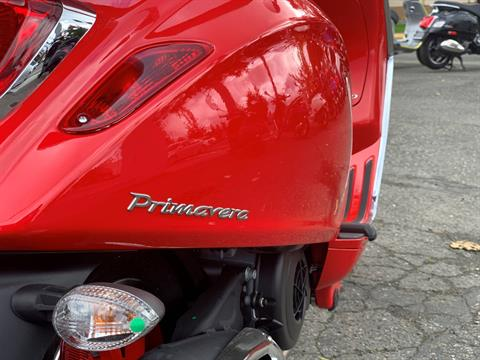 2021 Vespa Primavera 150 iGet Red in Bellevue, Washington - Photo 7