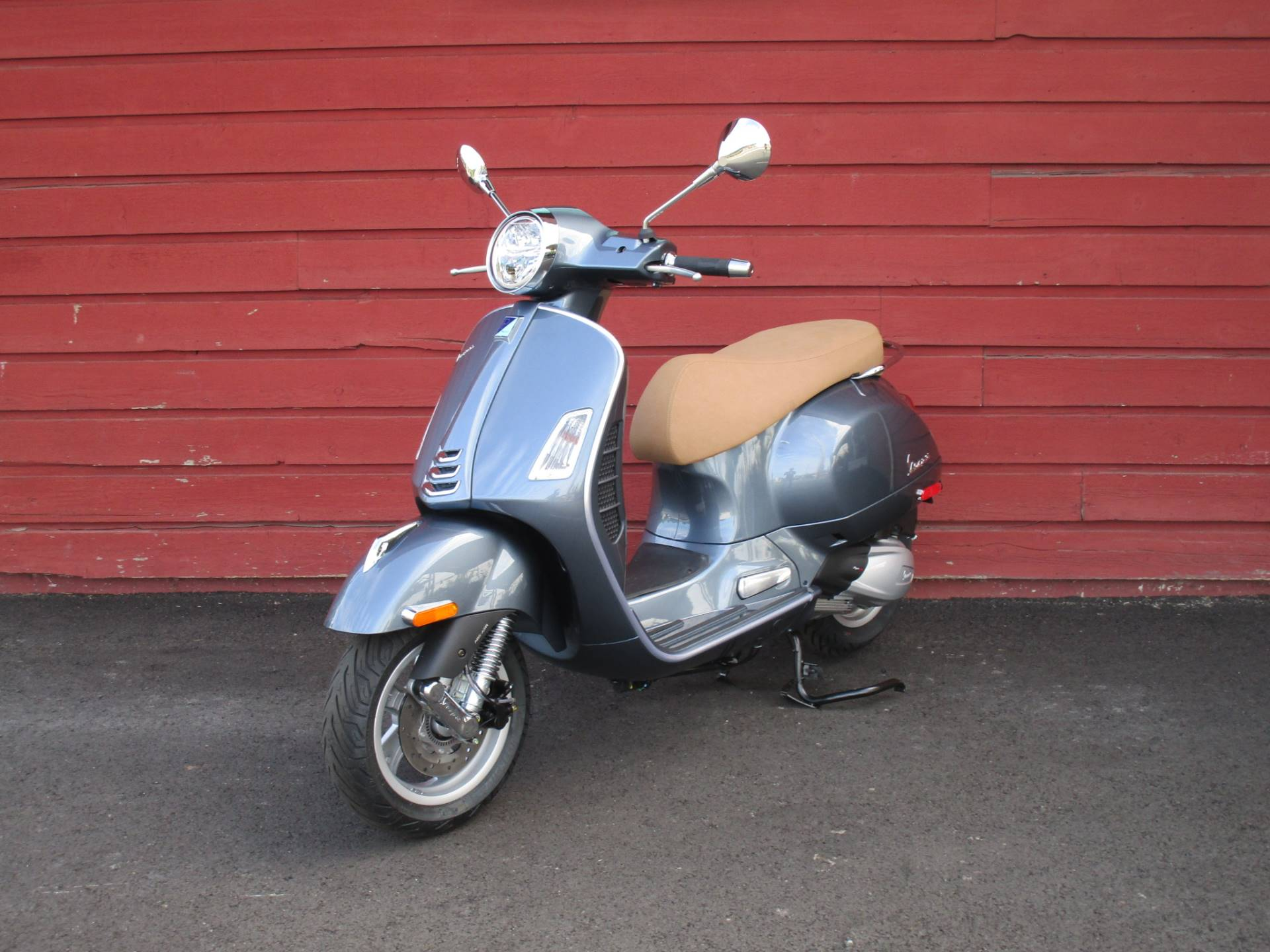 2020 Vespa GTS 300 HPE in Bellevue, Washington - Photo 2
