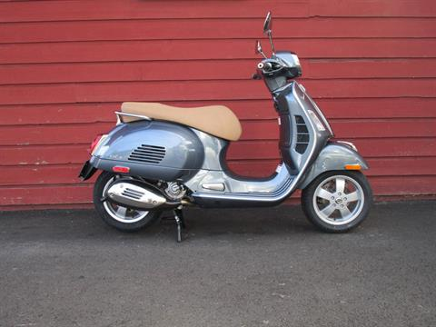 2020 Vespa GTS 300 HPE in Bellevue, Washington - Photo 6