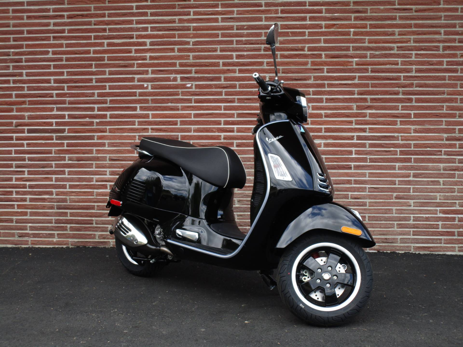 2020 Vespa GTS Super 300 HPE in Bellevue, Washington - Photo 3