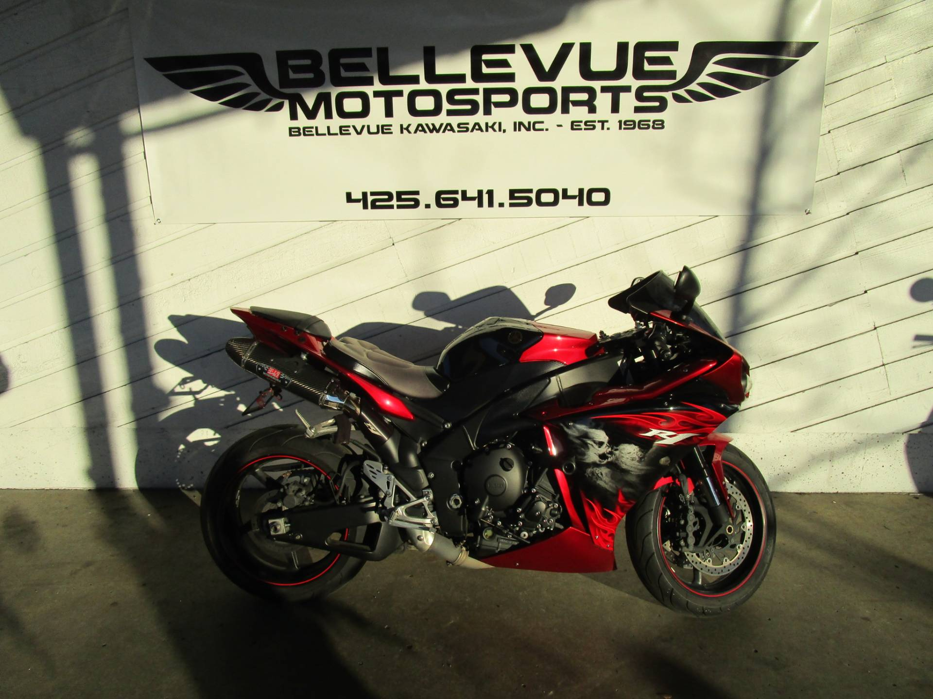2011 Yamaha YZF-R1 in Bellevue, Washington - Photo 2