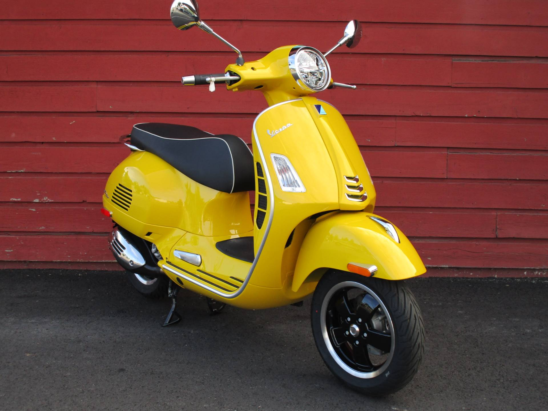 2020 Vespa GTS Super 300 HPE in Bellevue, Washington - Photo 2