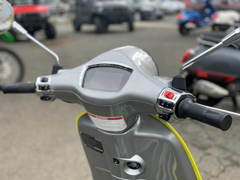 2021 Vespa Elettrica 45 MPH in Bellevue, Washington - Photo 7