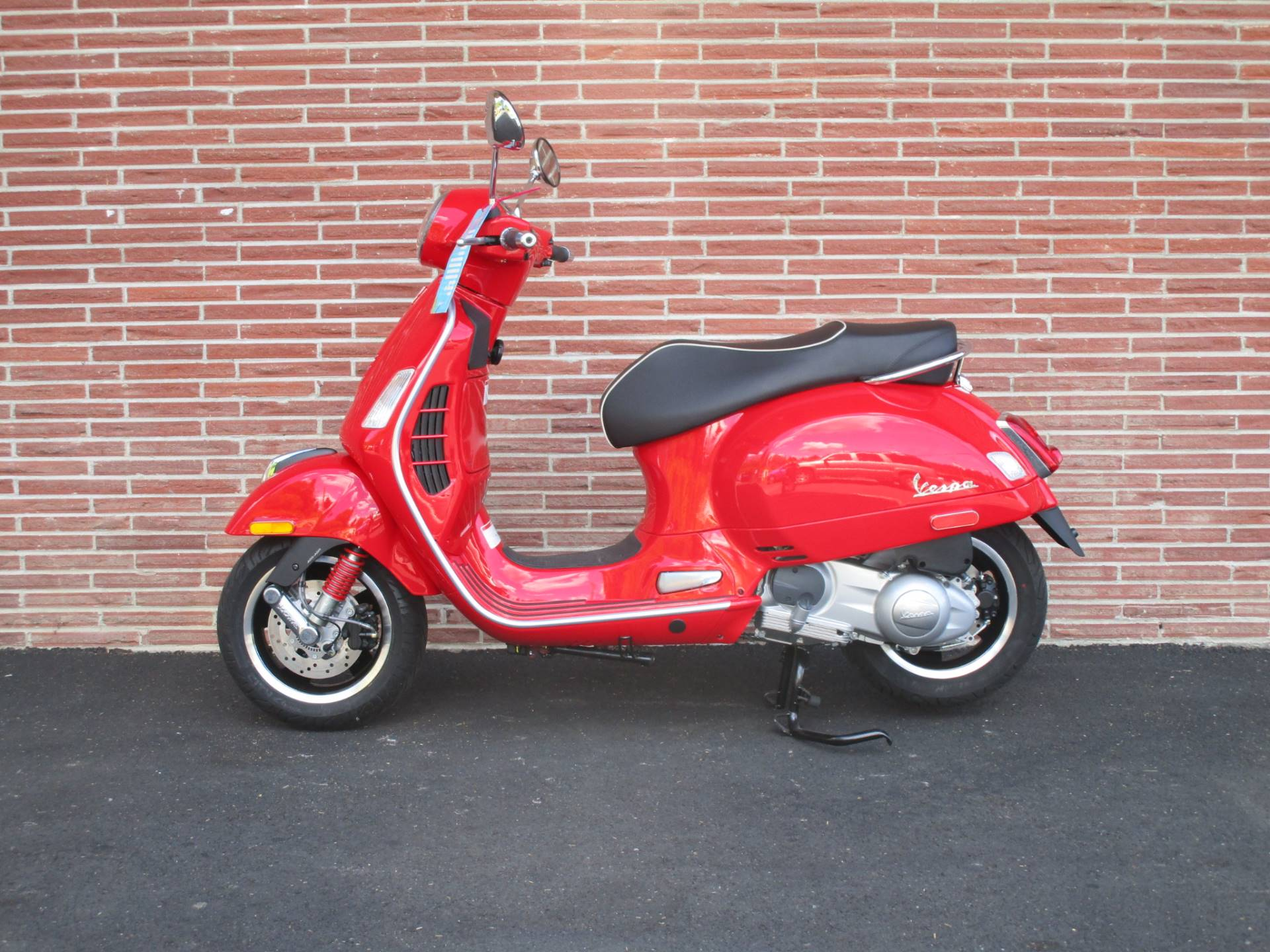 2019 Vespa GTS Super 300 in Bellevue, Washington - Photo 2