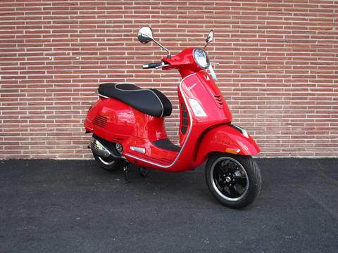 2019 Vespa GTS 300 SUPER in Bellevue, Washington - Photo 4