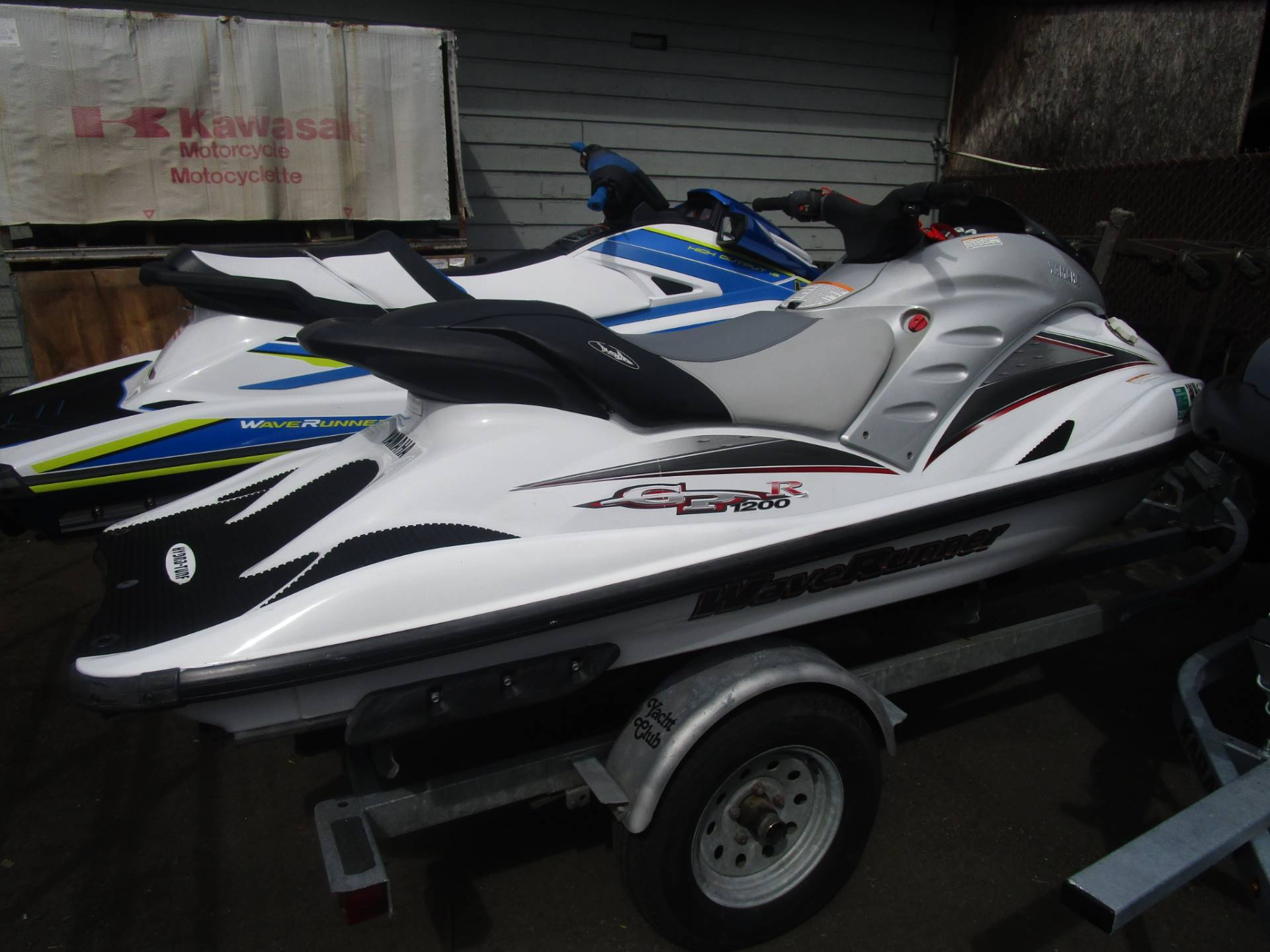 2000 Yamaha WaveRunner GP1200R in Bellevue, Washington - Photo 2