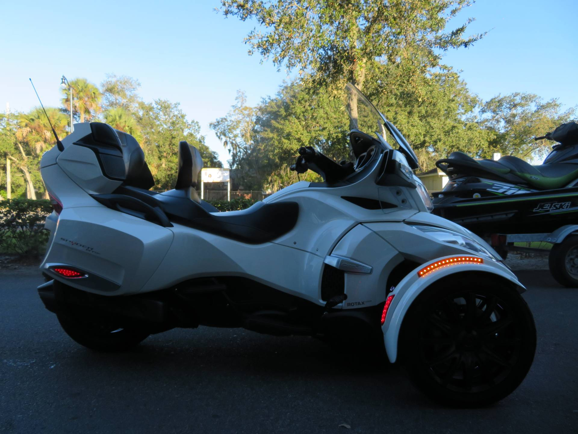 2016 Can-Am Spyder RT-S SE6 in Sanford, Florida - Photo 1