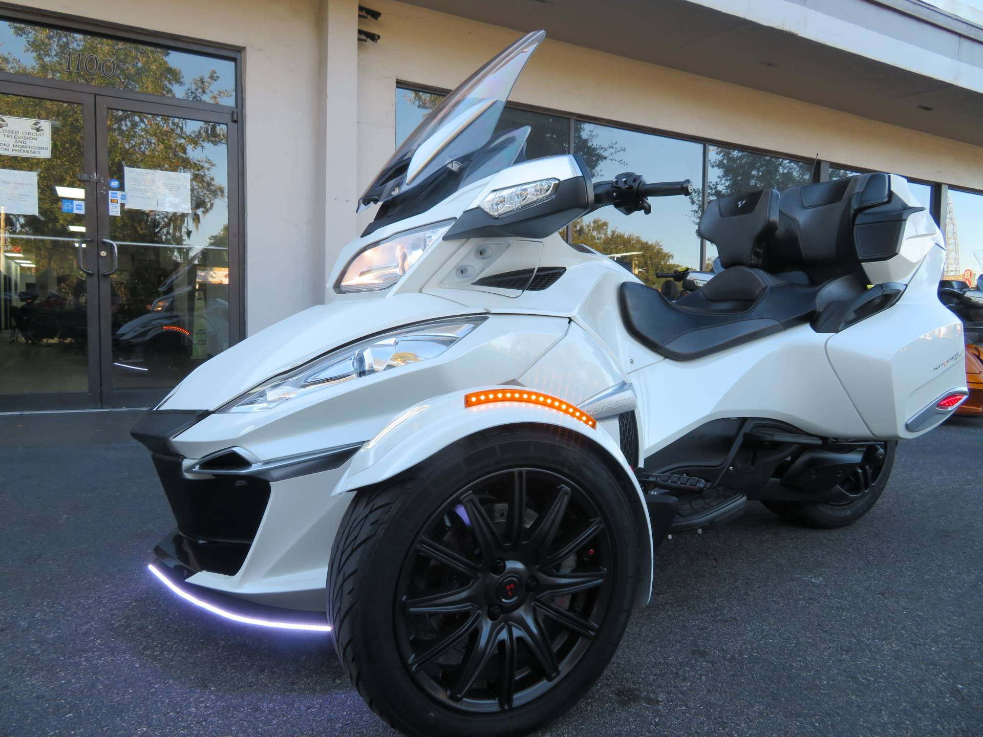 2016 Can-Am Spyder RT-S SE6 in Sanford, Florida - Photo 6