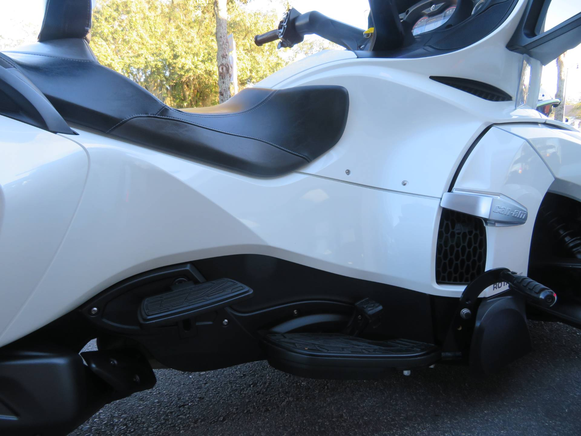 2016 Can-Am Spyder RT-S SE6 in Sanford, Florida - Photo 12