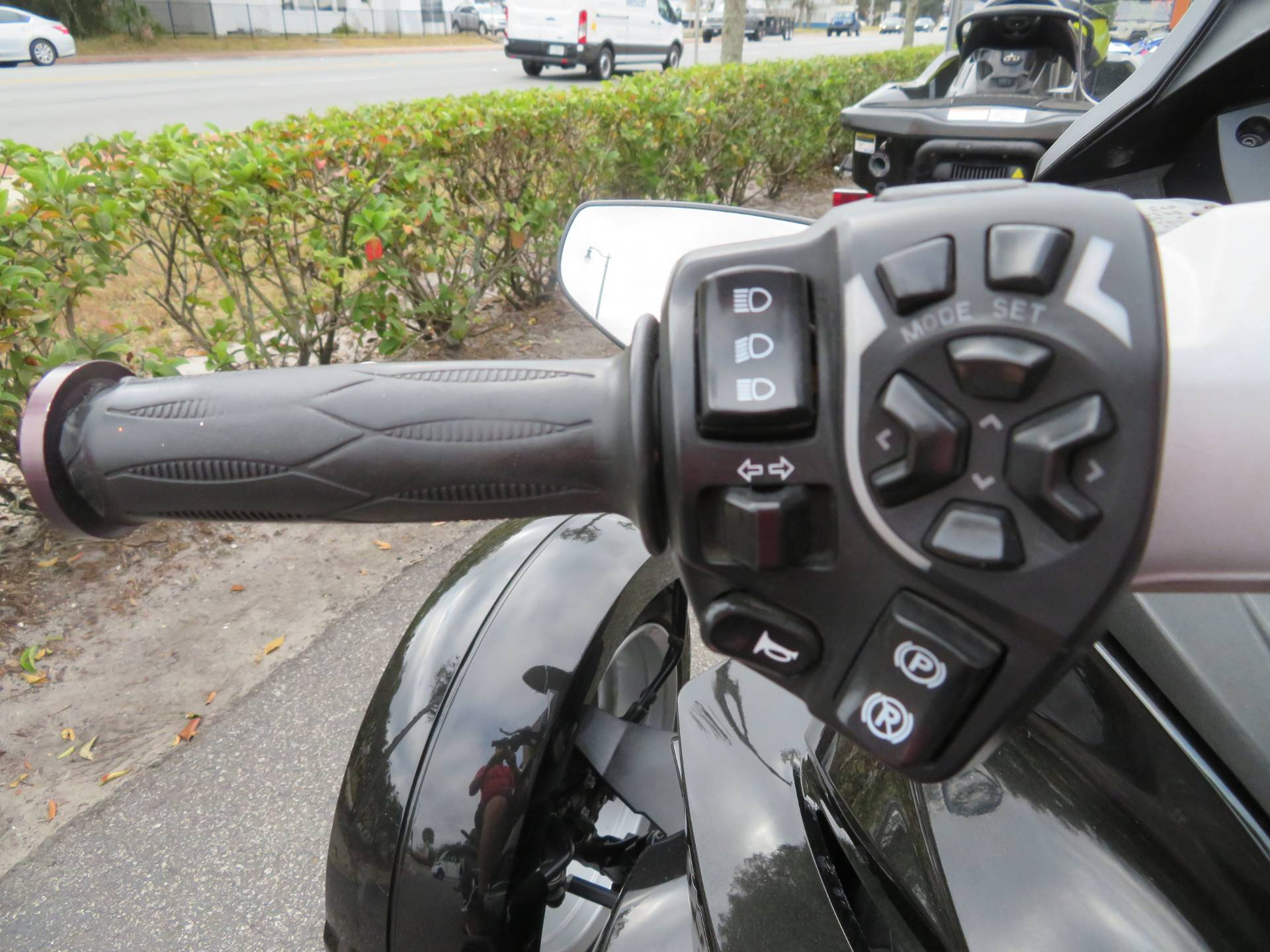 2015 Can-Am Spyder® ST-S SM5 in Sanford, Florida - Photo 24