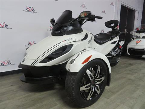 2010 Can-Am Spyder® RS-S SE5 in Sanford, Florida - Photo 2