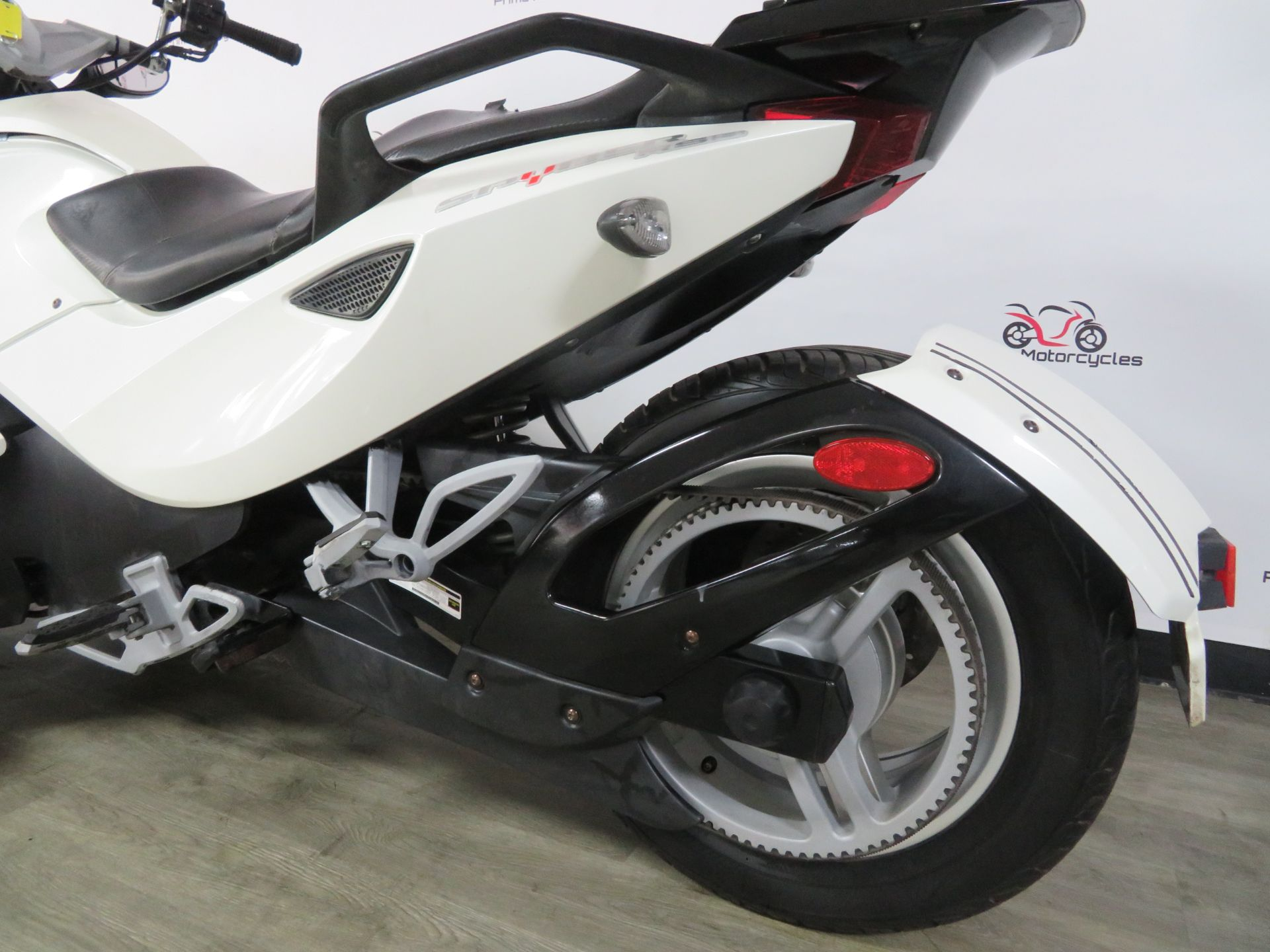 2010 Can-Am Spyder® RS-S SE5 in Sanford, Florida - Photo 11
