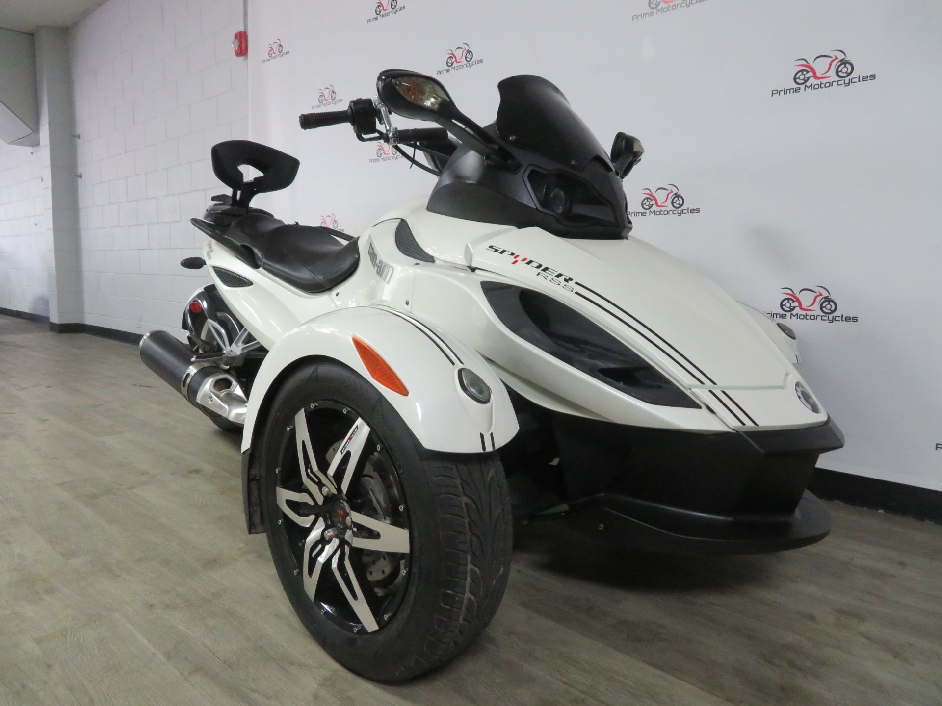 2010 Can-Am Spyder® RS-S SE5 in Sanford, Florida - Photo 6