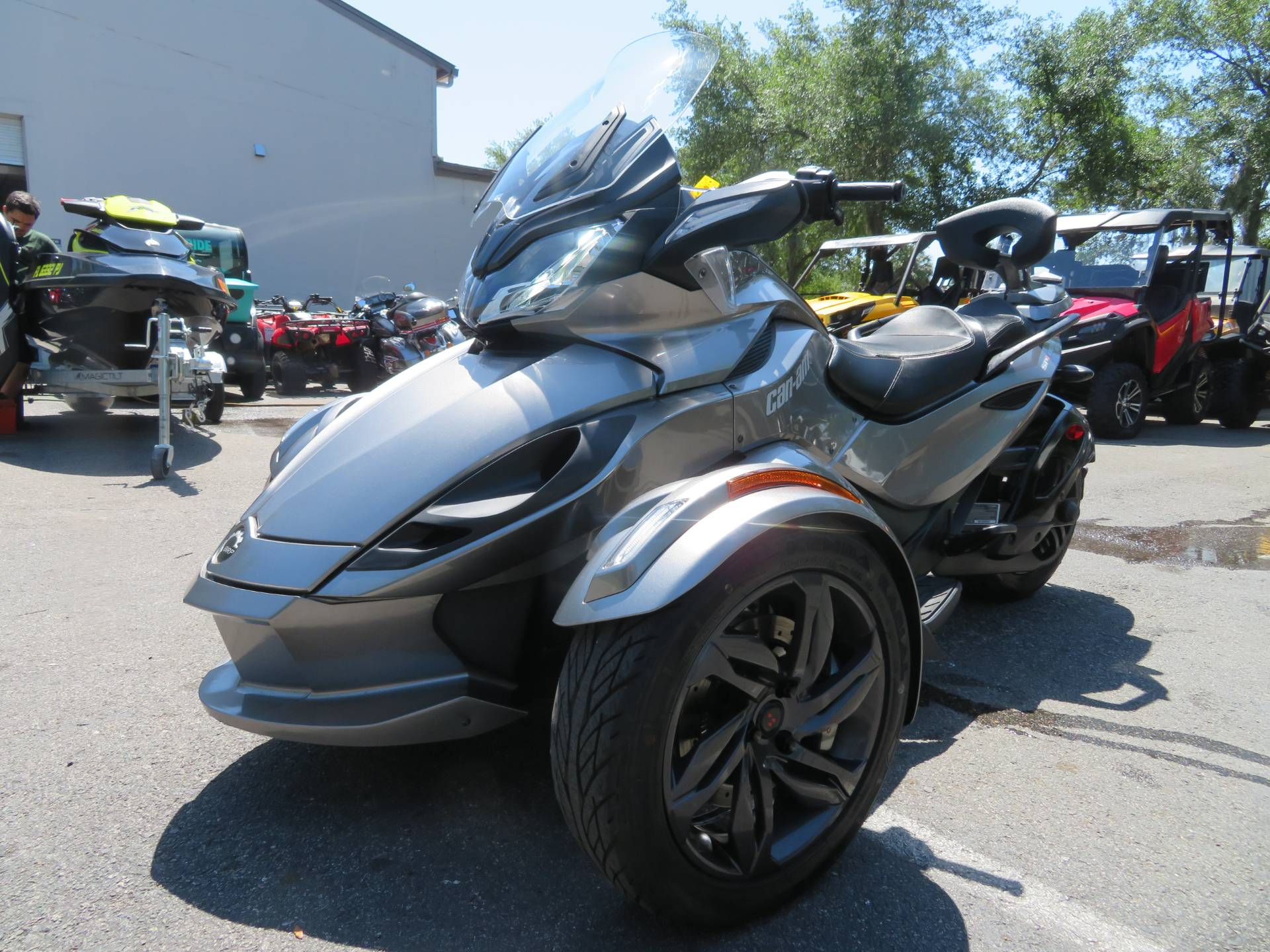 2013 Can-Am Spyder® ST-S SE5 in Sanford, Florida - Photo 6