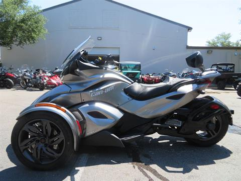 2013 Can-Am Spyder® ST-S SE5 in Sanford, Florida - Photo 7