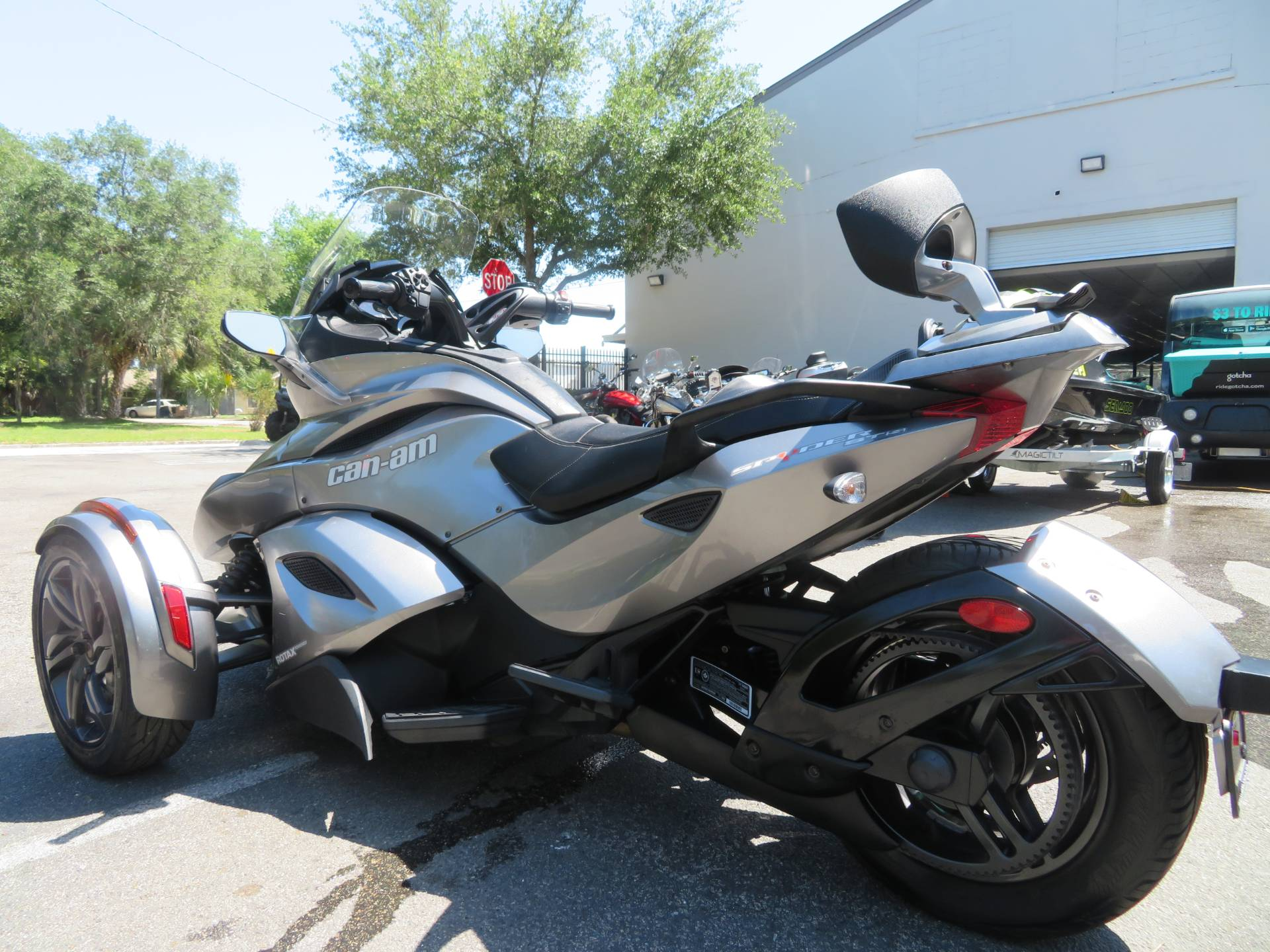 2013 Can-Am Spyder® ST-S SE5 in Sanford, Florida - Photo 8