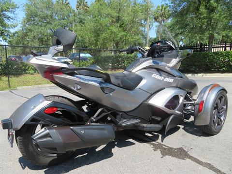 2013 Can-Am Spyder® ST-S SE5 in Sanford, Florida - Photo 10