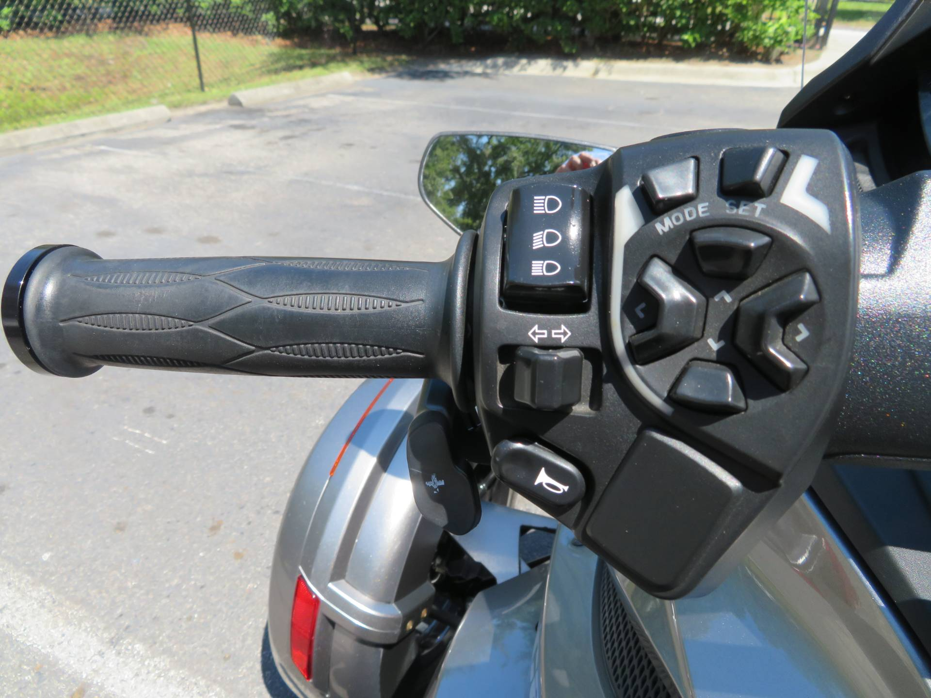 2013 Can-Am Spyder® ST-S SE5 in Sanford, Florida - Photo 25