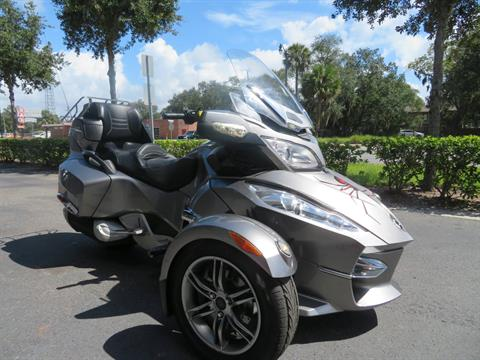 2012 Can-Am Spyder® RT-S SE5 in Sanford, Florida - Photo 2