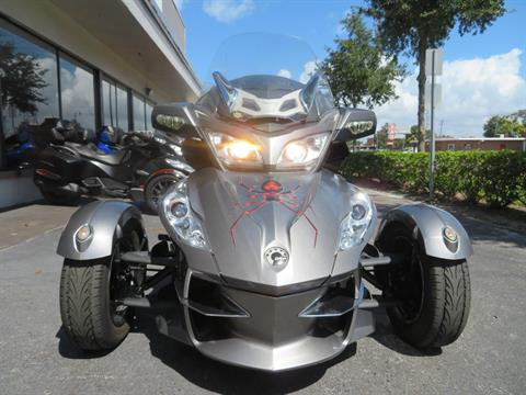 2012 Can-Am Spyder® RT-S SE5 in Sanford, Florida - Photo 4