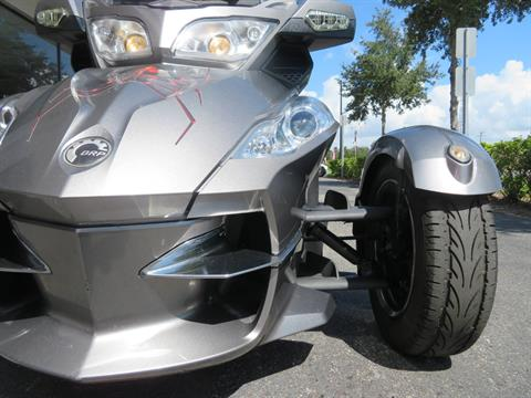 2012 Can-Am Spyder® RT-S SE5 in Sanford, Florida - Photo 15