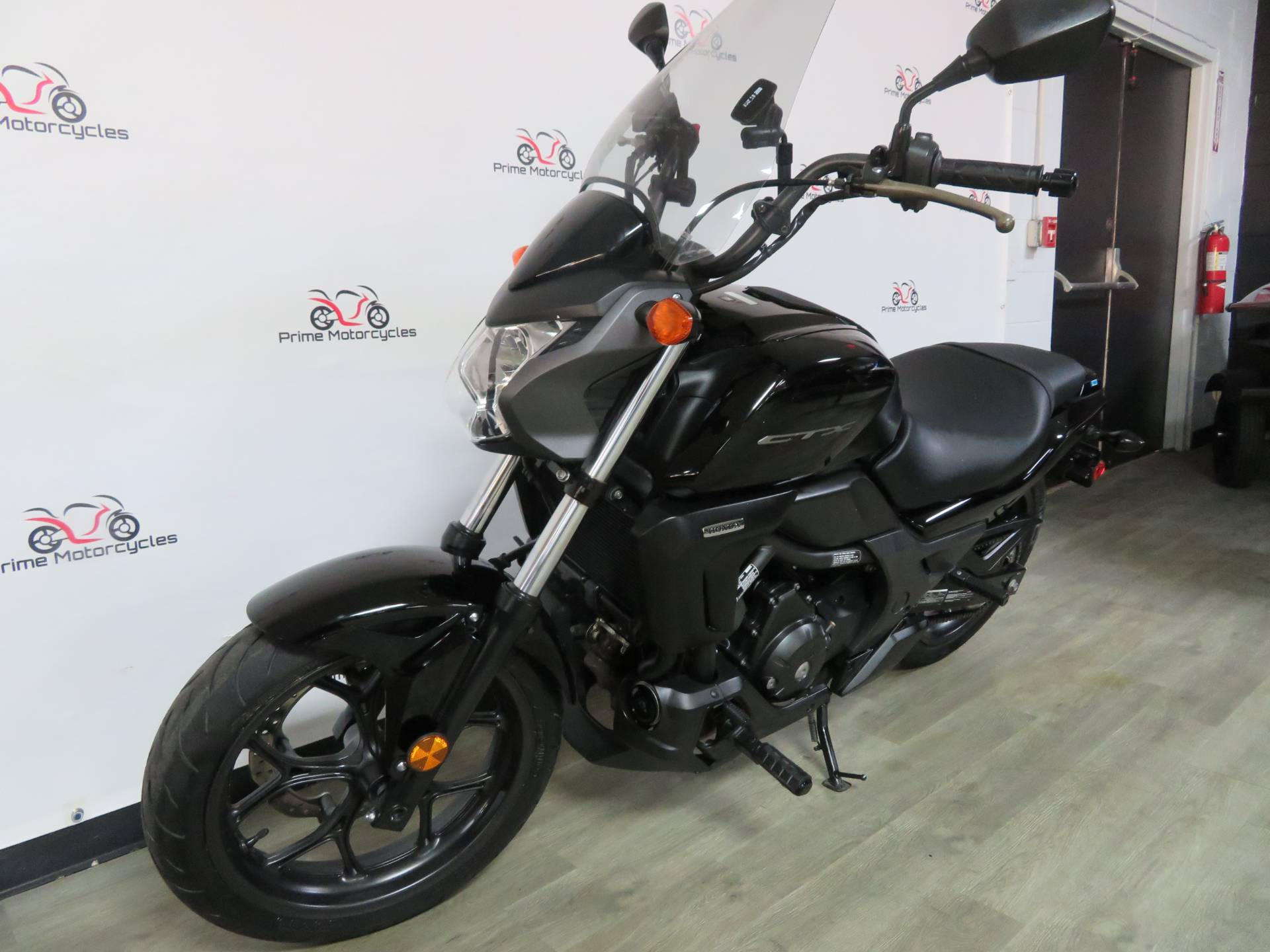 2014 Honda CTX®700N in Sanford, Florida - Photo 2