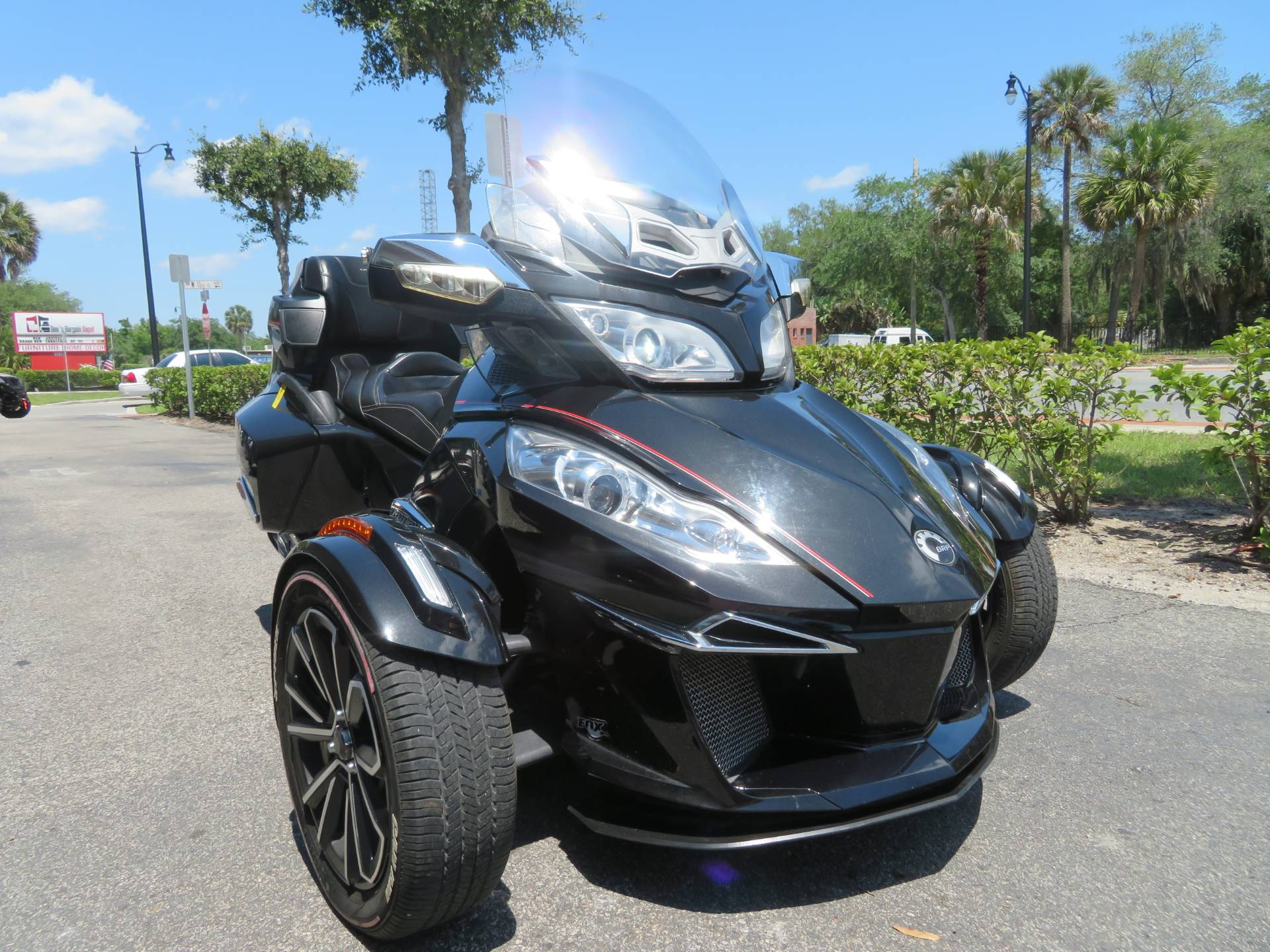 2015 Can-Am Spyder® RT Limited in Sanford, Florida - Photo 3