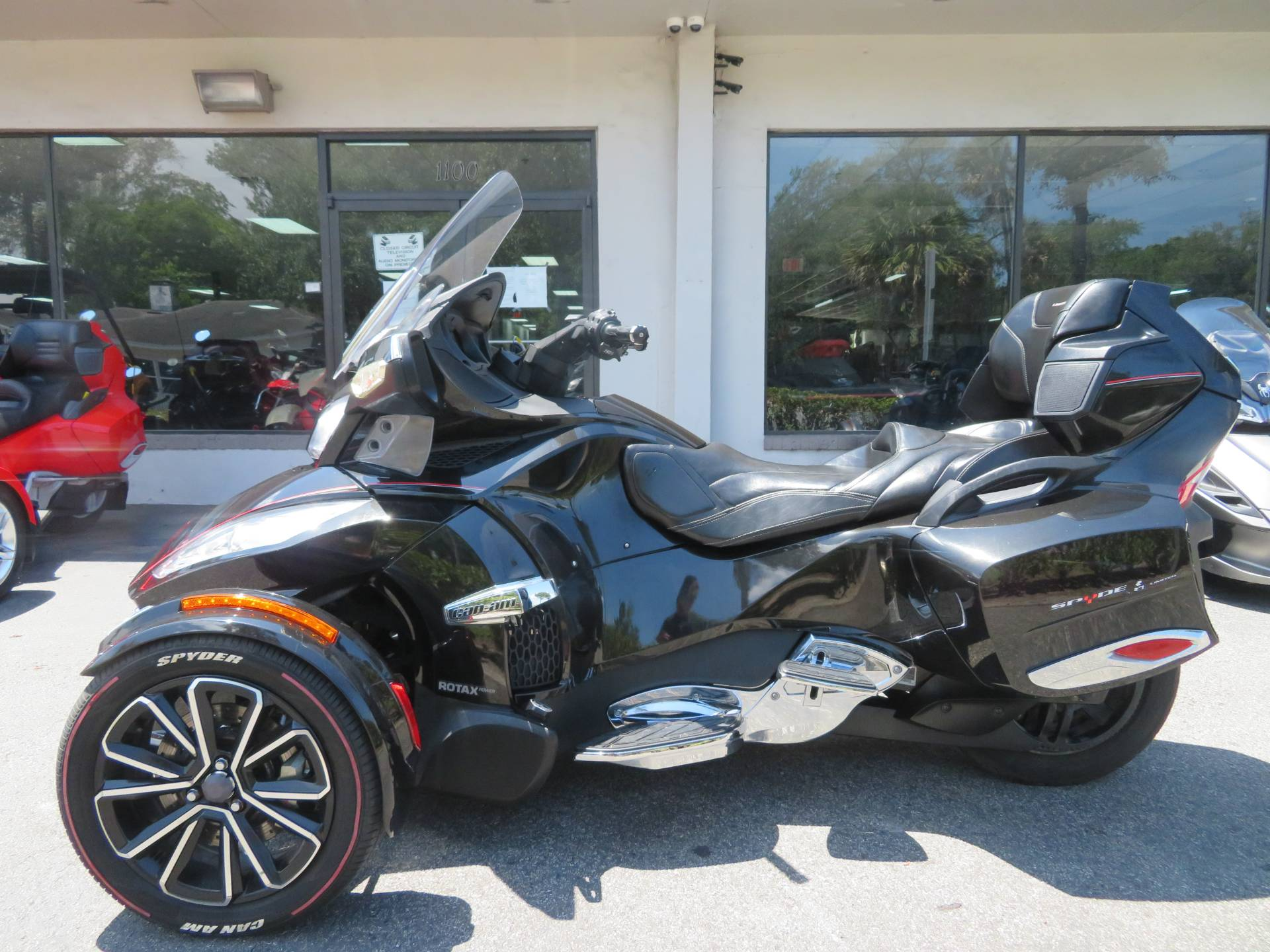 2015 Can-Am Spyder® RT Limited in Sanford, Florida - Photo 7