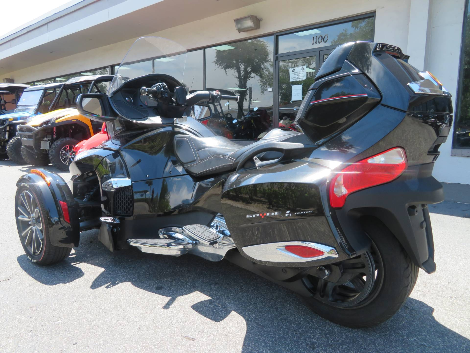 2015 Can-Am Spyder® RT Limited in Sanford, Florida - Photo 8
