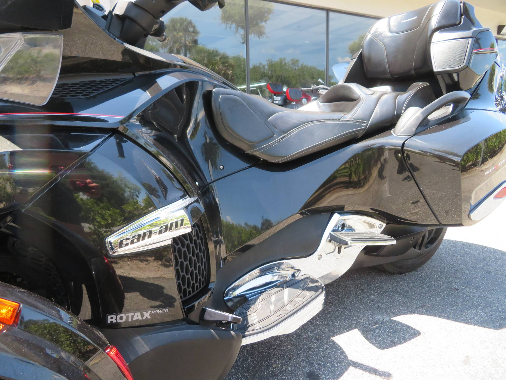 2015 Can-Am Spyder® RT Limited in Sanford, Florida - Photo 21