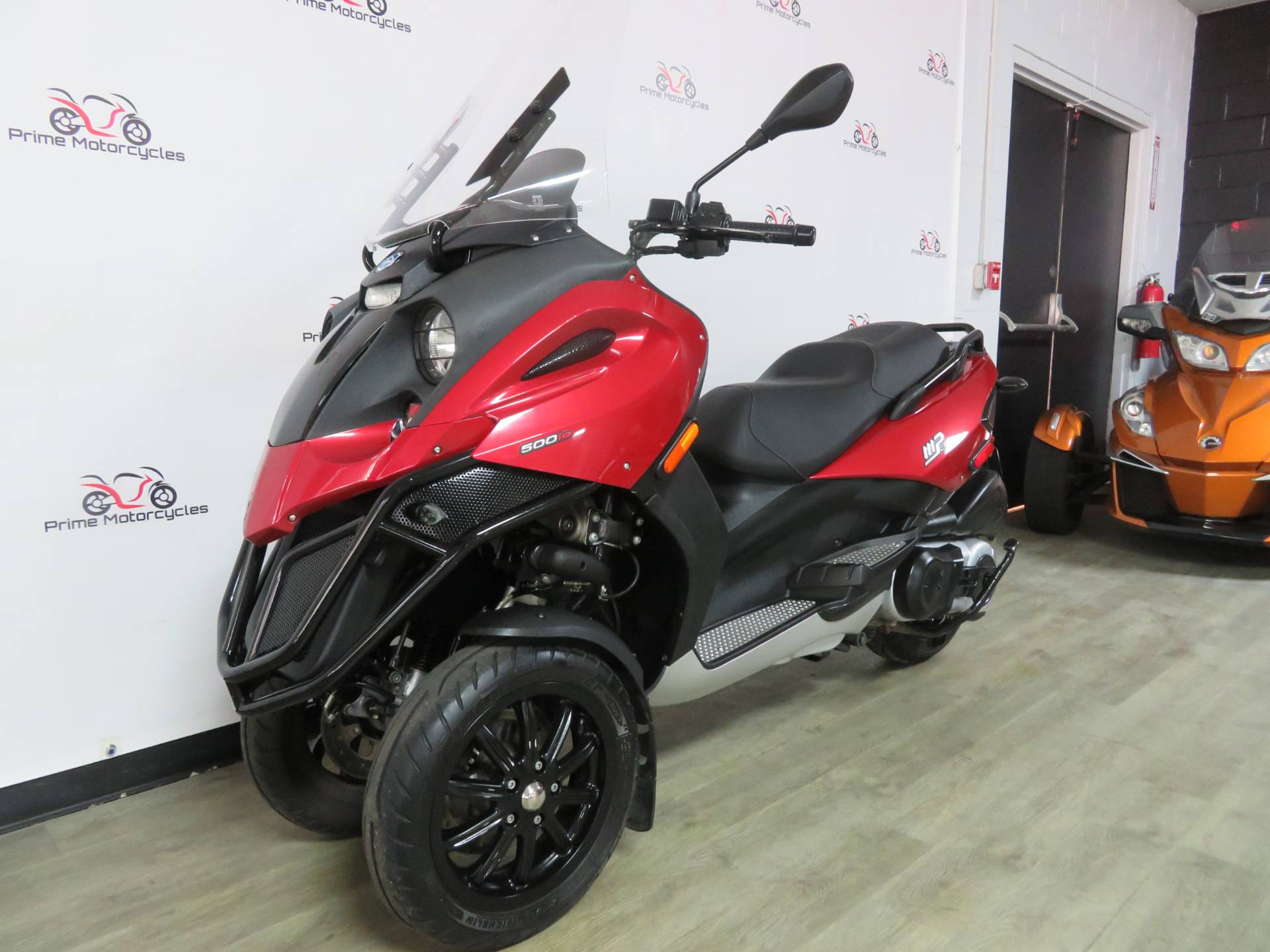 2009 Piaggio MP3 500 in Sanford, Florida - Photo 2