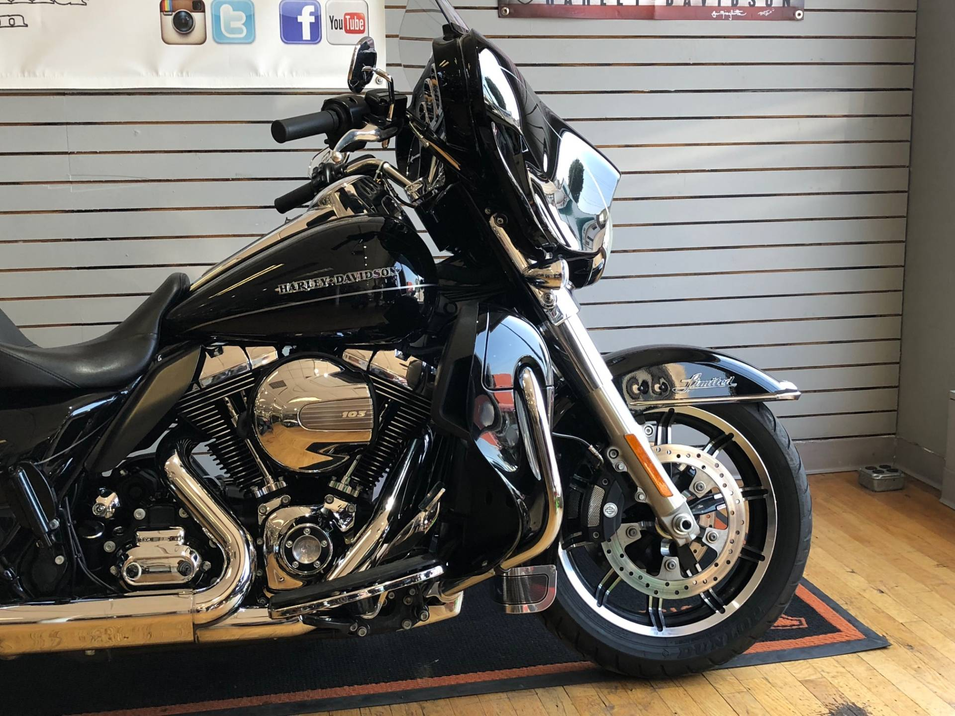 2015 Harley-Davidson Ultra Limited Low in South Charleston, West Virginia - Photo 2